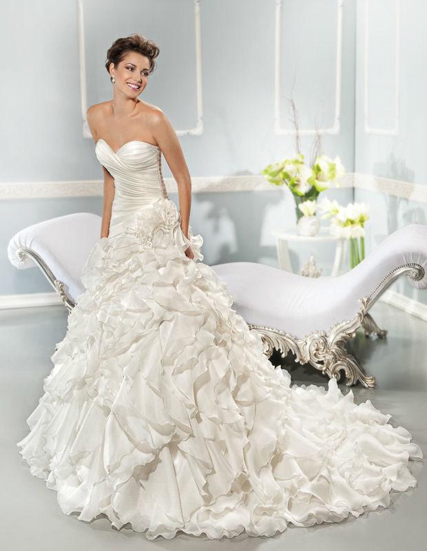 Beispiel: Trägerloses Brautkleid, Foto: Mode Wicky.