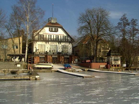 Beispiel: Anblick vom See, Foto: Gasthaus Hahn's Mühle.