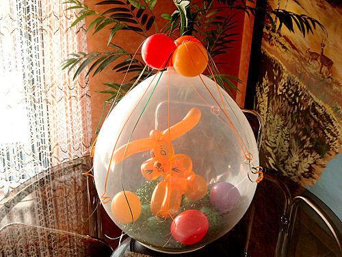 Beispiel: Ballonverpackung, Foto: Ballondeko rund und bunt.