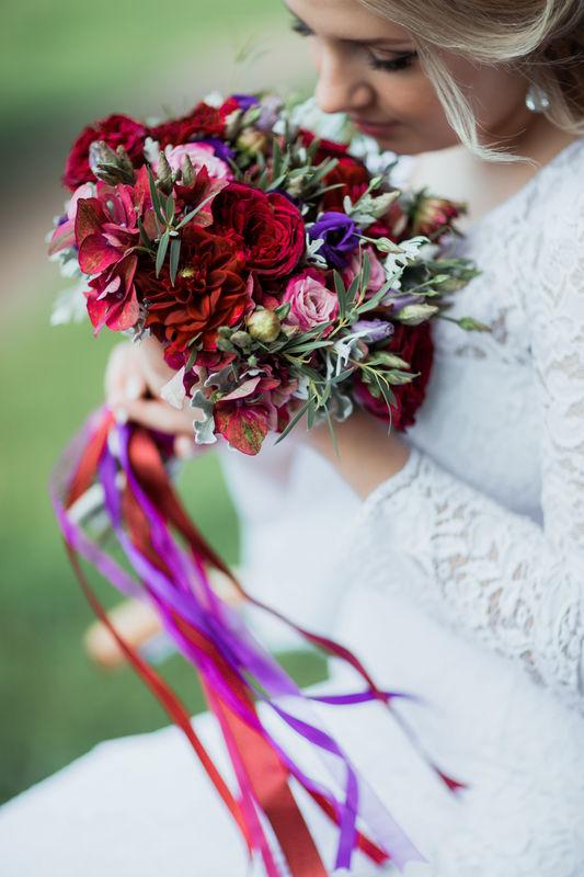 Букет невесты из гортензии, георгин, розочек двух сортов, лизиантуса и зелени  Флорист Рина Озерова