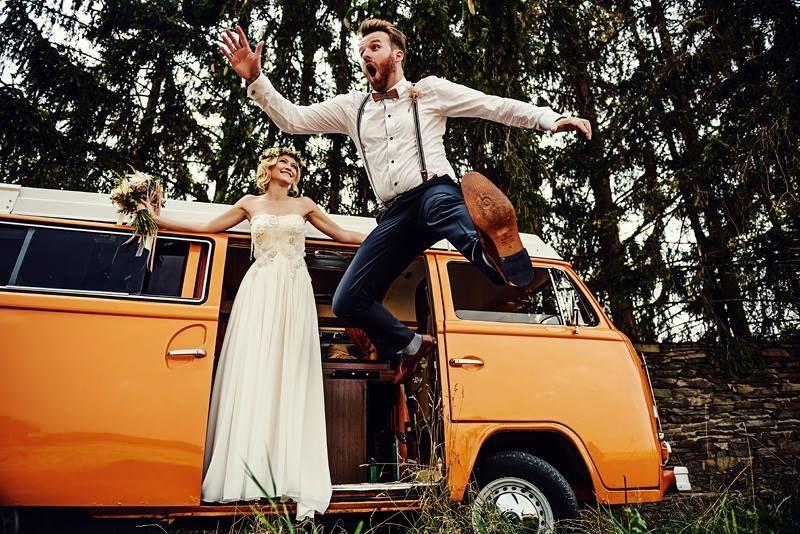 Unsere Holzfliege Stelio hat unser Brautpaar im Vintage-Stil schon verzaubert