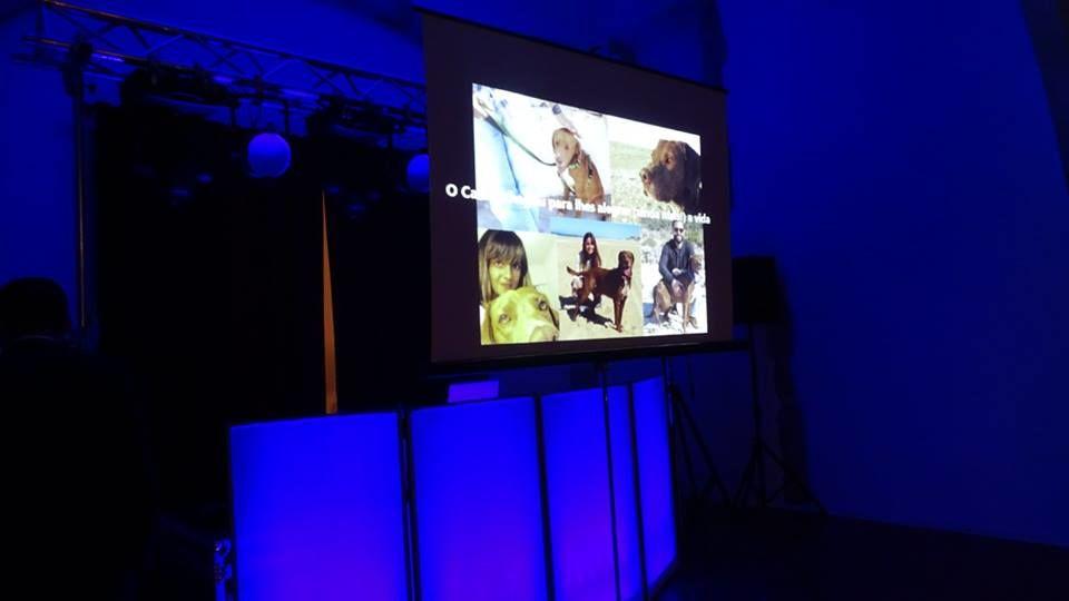 Sistema de Som, Luz, Imagem e Cabine de DJ Iluminada