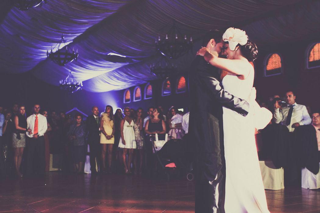 Baile de los novios en la Celebración.