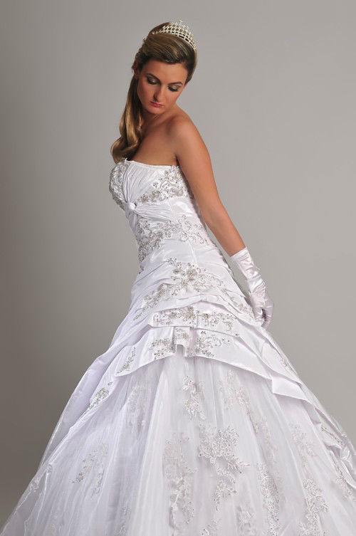 Beispiel: Brautmode für jeden Geschmack, Foto: Saray Brautmoden.