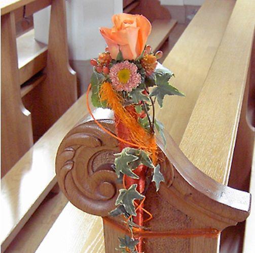 Beispiel: Blumen für die Kirchenbank, Foto: Bluemehüüsli.