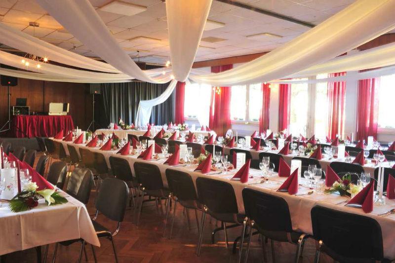 Beispiel: Komplette Dekoration der Hochzeitslocation, Foto: Hussen und mehr...