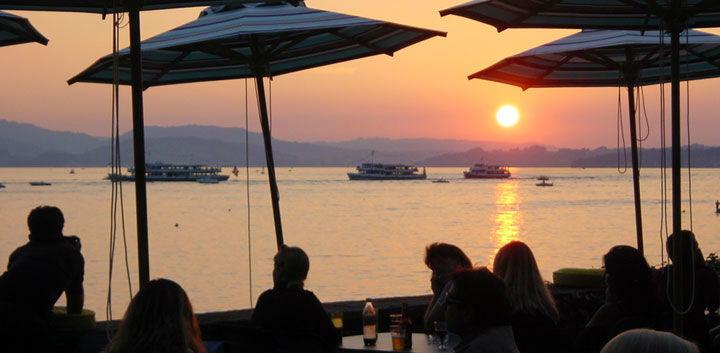 Beispiel: Terrasse am Abend, Foto: Hotel FloraAlpina.