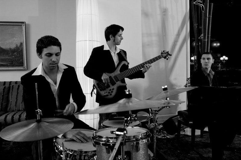 Beispiel: Gitarre und Schlagzeug, Foto: Alessandro Sabato Trio.