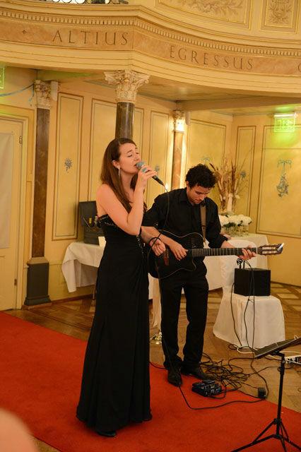 Beispiel: Live-Gesang mit Gitarrenbegleitung, Foto: Tabea Vocal.