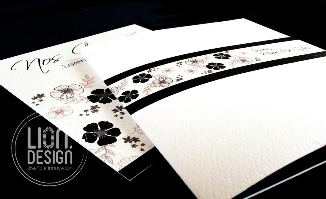 Tarjeta Clasic con diseño floral.