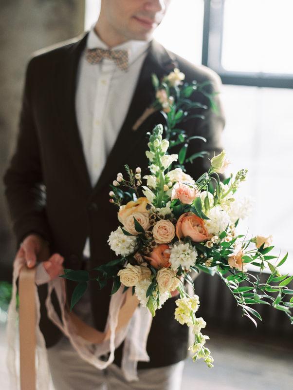 Букет невесты в нежных пудровых оттенках