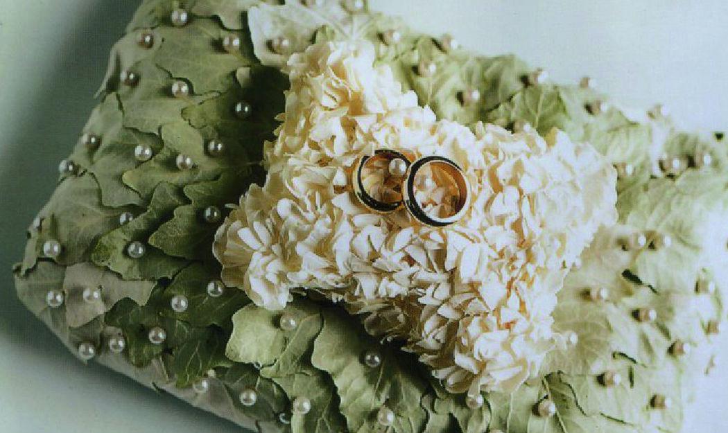Beispiel: Ringkissen aus Blumen, Foto: Blumen Komander.