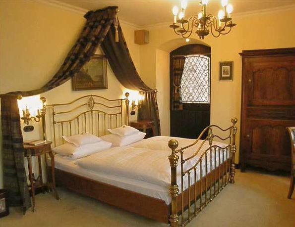 Beispiel: Zimmer, Foto: Burghotel Auf Schönburg.