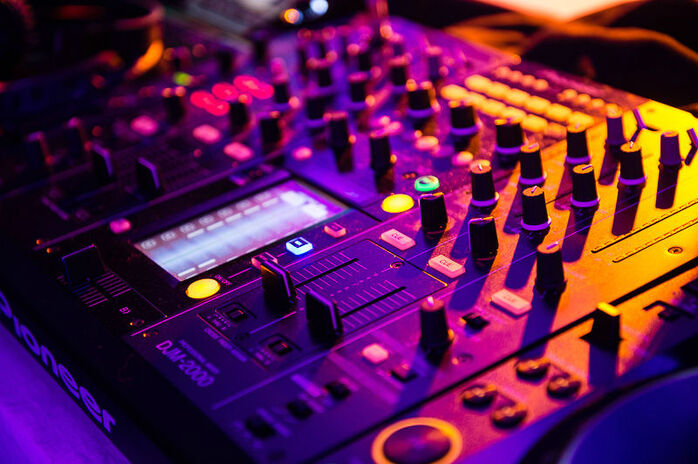 Le matériel du DJ, le soir du mariage.