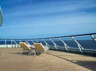 Beispiel: Liegestühle an Deck, Foto: Hapag-Lloyd Kreuzfahrten.