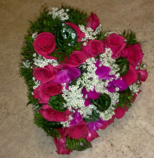 Beispiel: Brautstrauß in Herzform, Foto: Die kleine Blumenwerkstatt.