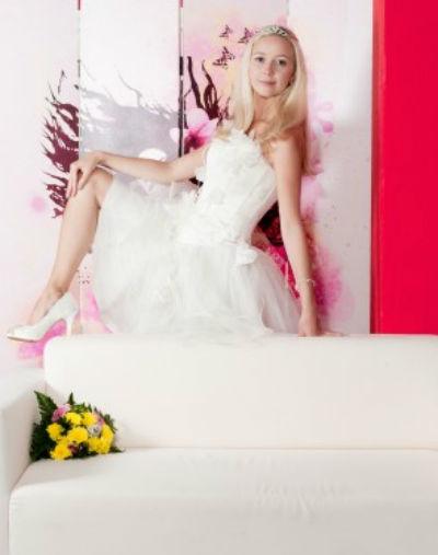 Beispiel: Brautkleid, Foto: Marry4love.