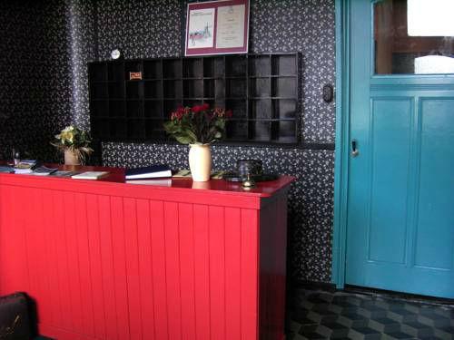 De Kromme Raake, kleinste hotel ter wereld