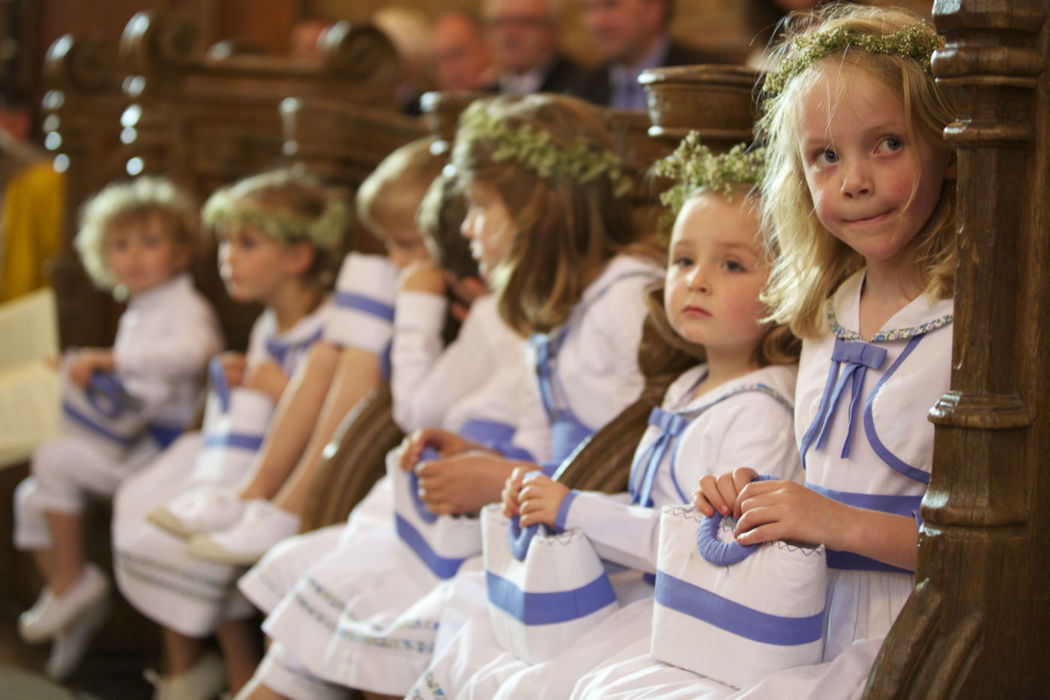 Agence Evolution les enfants d'honneur à l'église.