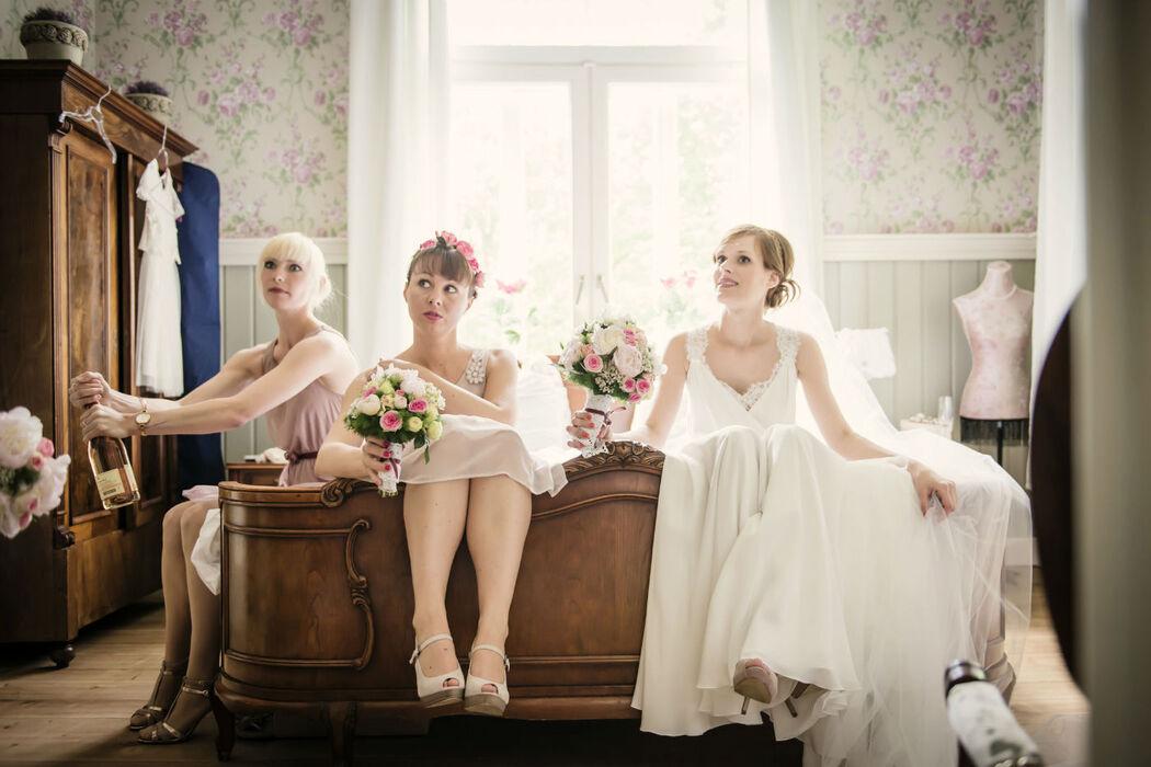 Beispiel: Braut mit den Brautjungfern, Foto: About Moments Photography.