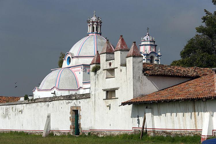 Muy cerca de: Santa Fe y Poniente de CDMX. A 10 minutos del aeropuerto de Toluca.  -Hacienda Buenavista.