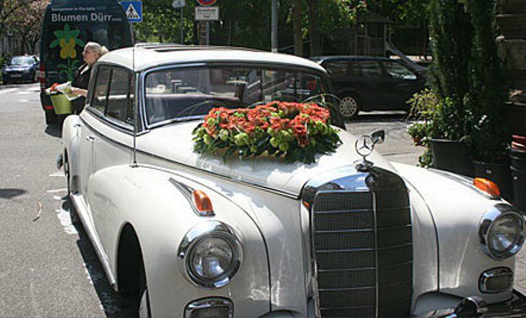 Beispiel: Autodekoration, Foto: Blumen Dürr.