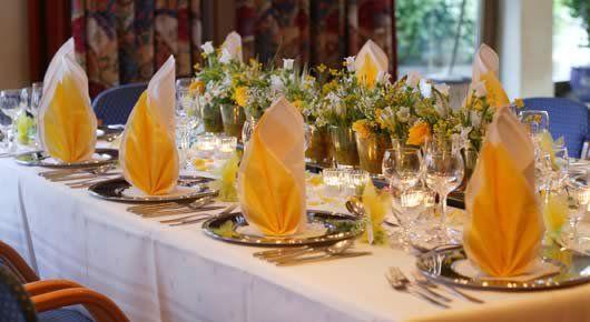 Beispiel: Festtagstafel, Foto: AKZENT Hotel Forellenhof Rössle.