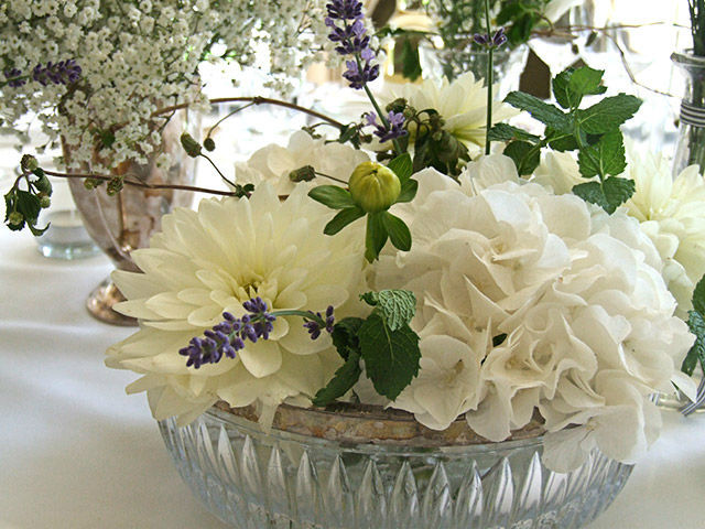 Beispiel: Blumendekoration in weiß, Foto: Evelyn Kühr.