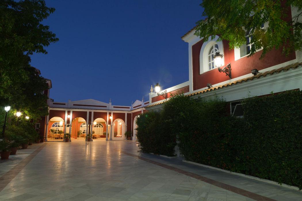 Terraza descubierta Salón Versalles. Hacienda Azahares