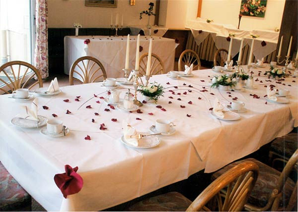 Beispiel: Hochzeitstafel, Foto: Hotel Restaurant Igel.
