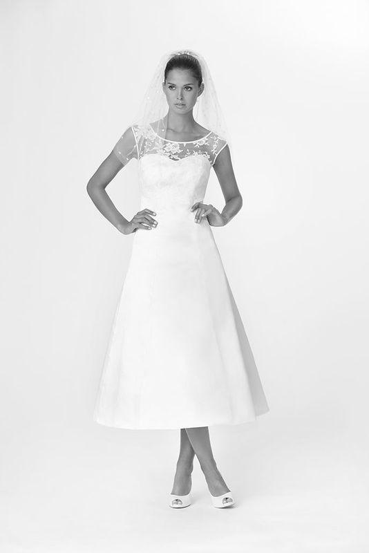 Beispiel: Brautmode in vielen Größen, Foto: Salon.
