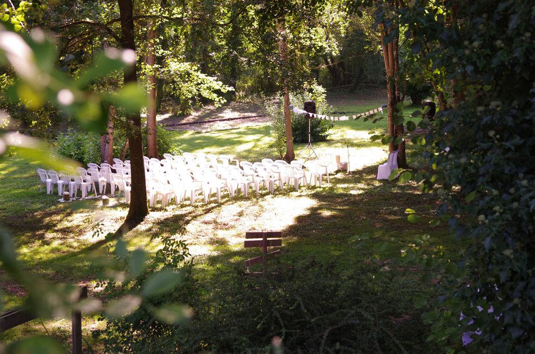 une cérémonie laïque dans le parc