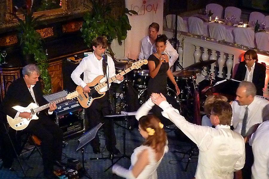 Beispiel: Stimmung auf einer Hochzeitsparty, Foto: forjoy.