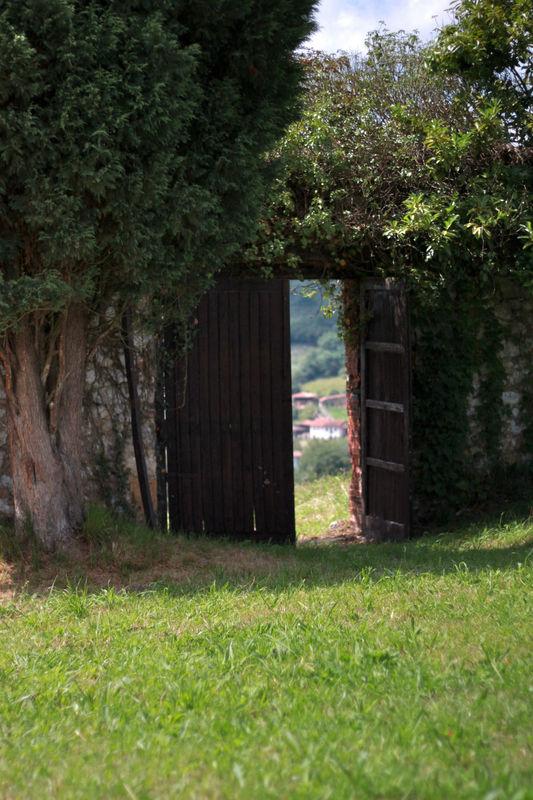 Puerta por donde baja la novia a la Iglesia si desea boda religiosa