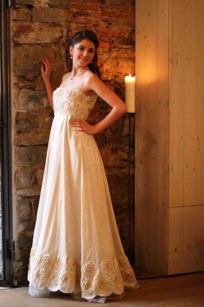 Beispiel: Wunderschöne Brautmode, Foto: Atelier Manuela von Haldenwang.
