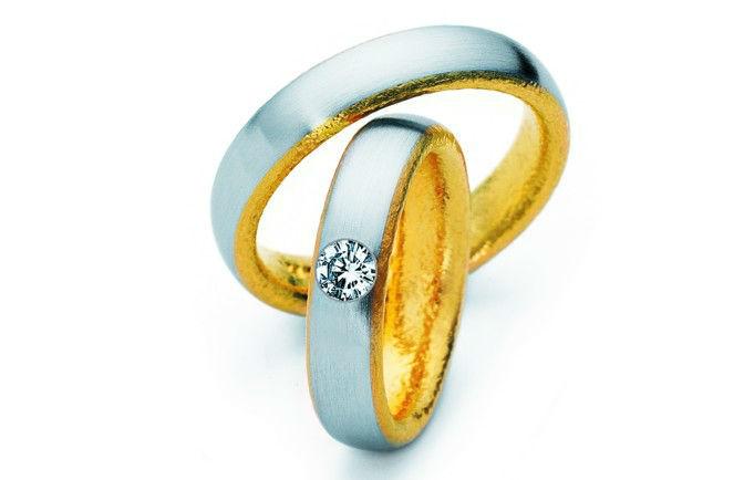 Beispiel: Wunderschöne Trauringe, Foto: Juwelier Theobald.