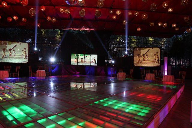 Pantallas, Cabina de audio con video wall, iluminación en pista, arquitectónica y pista iluminada