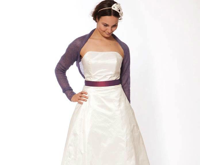 Beispiel: Brautkleid Liz mit Ärmelbolero, Foto: JAAP Brautmode.