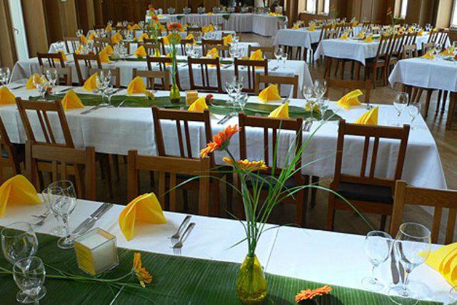 Beispiel: Saal - Tischdekoration, Foto: Gutmann am Dutzendteich.