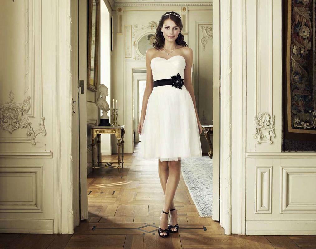 Beispiel: Brautkleider mit Stil, Foto: Magy's Brautmode.
