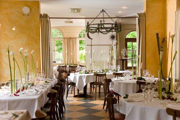 Beispiel: Restaurant mit festlicher Dekoration, Foto: Hotel Zur Kloster-Mühle.