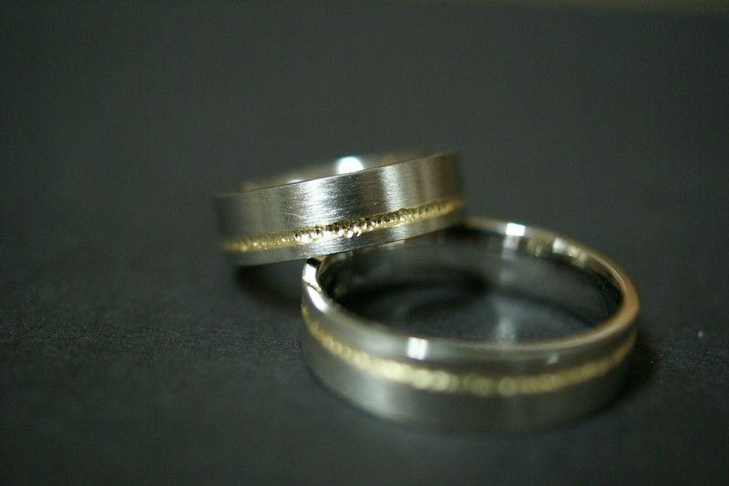 Beispiel: Mehrfarbige Ringe, Foto: Goldschmiede Piechula.