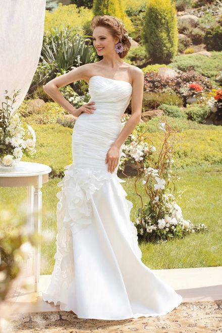 Beispiel: Einzigartige Brautmode, Foto: Verinas.
