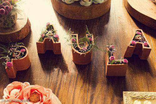 Nome da noiva com as letras inspiradas em Inhotim, viagem marcante do casal
