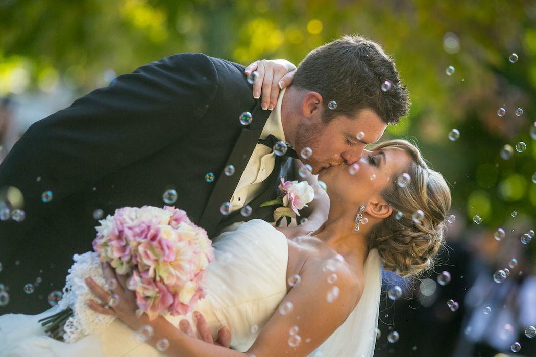 Beispiel: Wunderschöne Hochzeitsfotos, Foto: Michaela Nichole Photography.