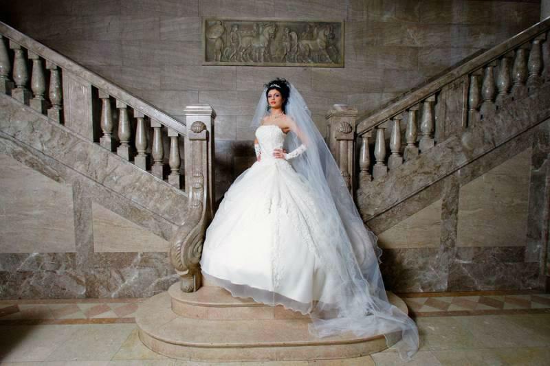Beispiel: Hochzeitskleid, Foto: Design by Veronica Ostrovskaya & Alyona Subbotina.