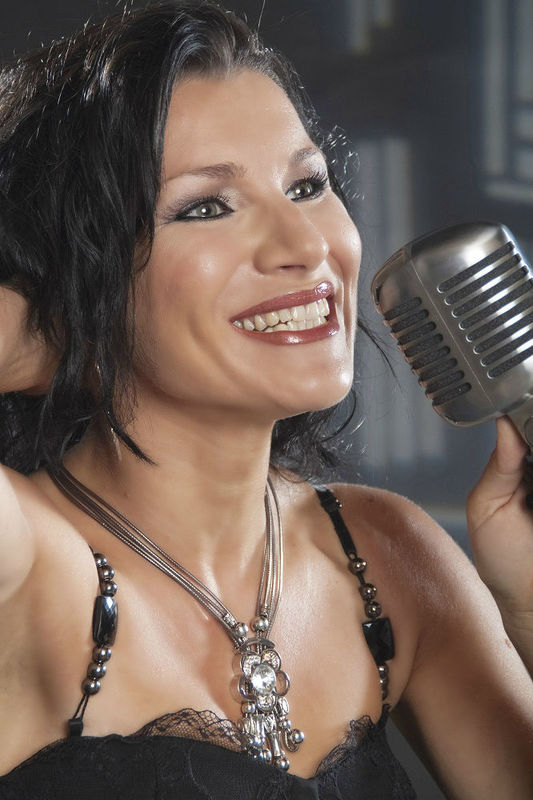 Beispiel: Mirelle, Foto: Mirelle - One Lady Band.