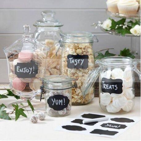 Deliziose etichette, vasi dalle linee affascinanti e una vasta scelta delle migliori linee di confetti...
