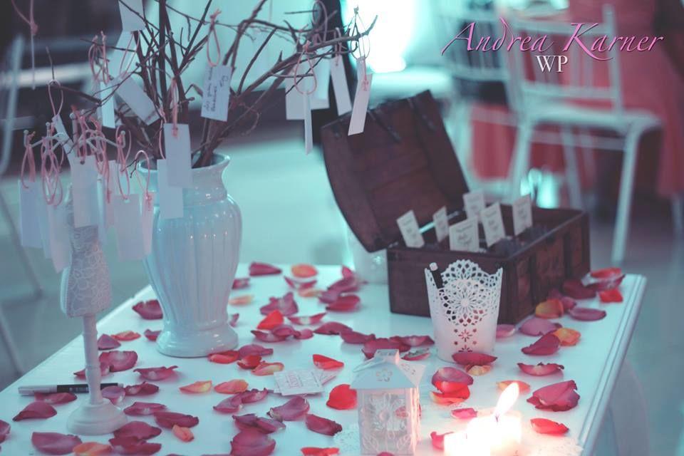 mesa de recuerdos y deseos
