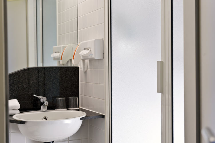 Beispiel: Badezimmer, Foto: Grand City Hotel Halle.